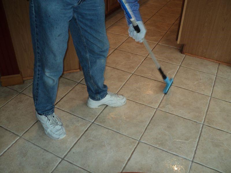 Come pulire le fughe delle piastrelle edilizia in un click