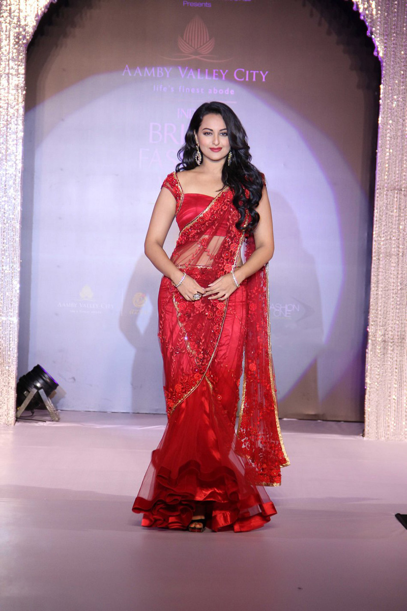Sonakshi Sinha Ramp Walk at Bridal Fashion