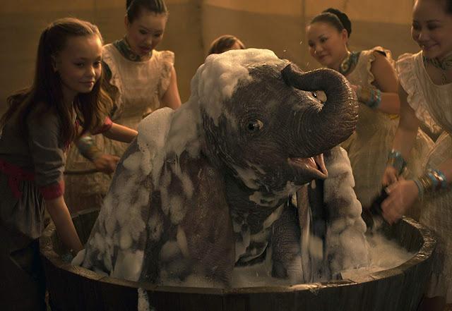 """""""Dumbo"""" voa alto na bilheteria mundial"""