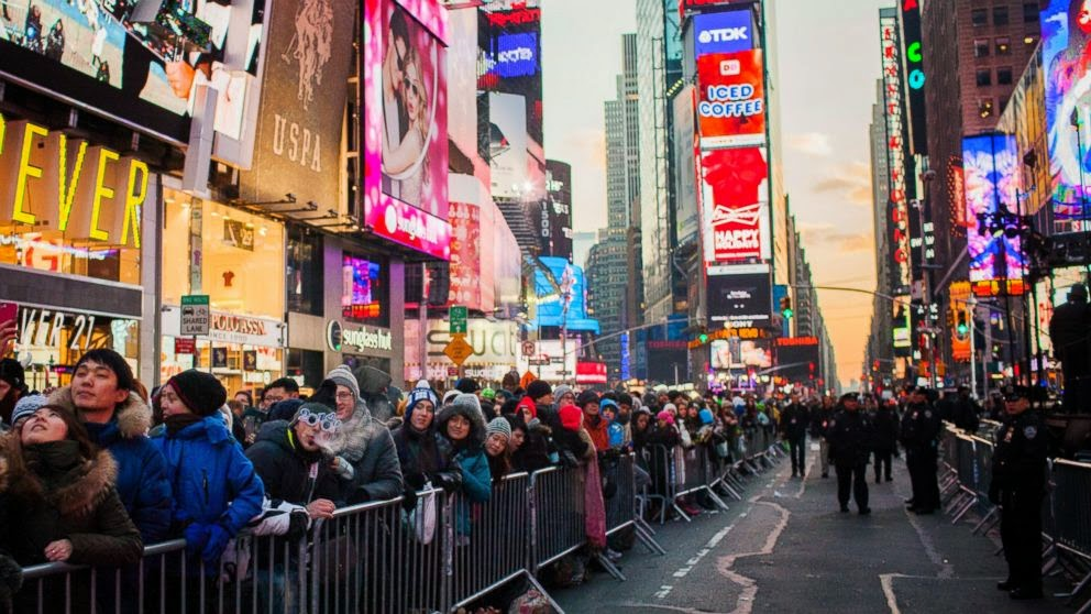 Times Square crowds new years eve