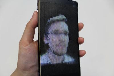 HoloFlex: el primer móvil con pantalla holográfica y flexible