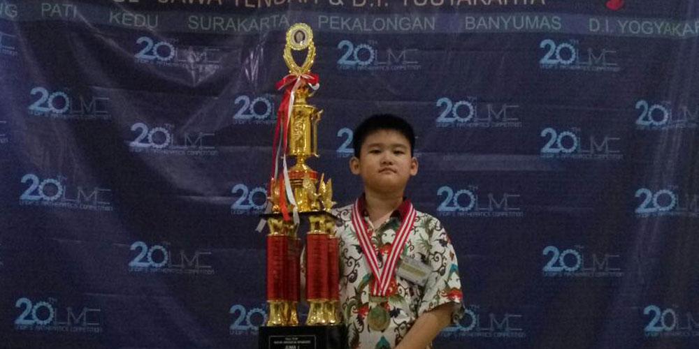 Raymond, Siswa SD Kalam Kudus, Juara UNDIP's Mathematic Competition