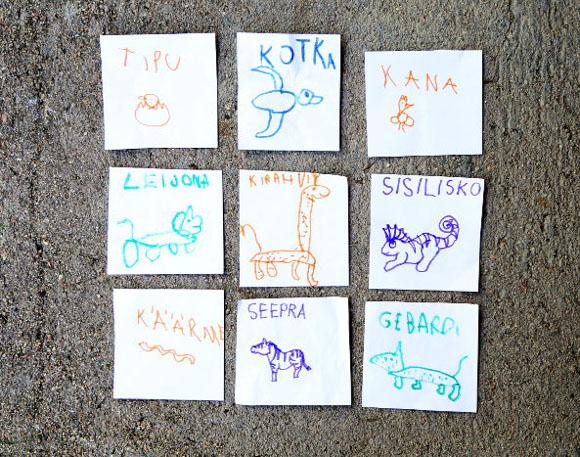 Lasten piirtämät kuva-sanakortit