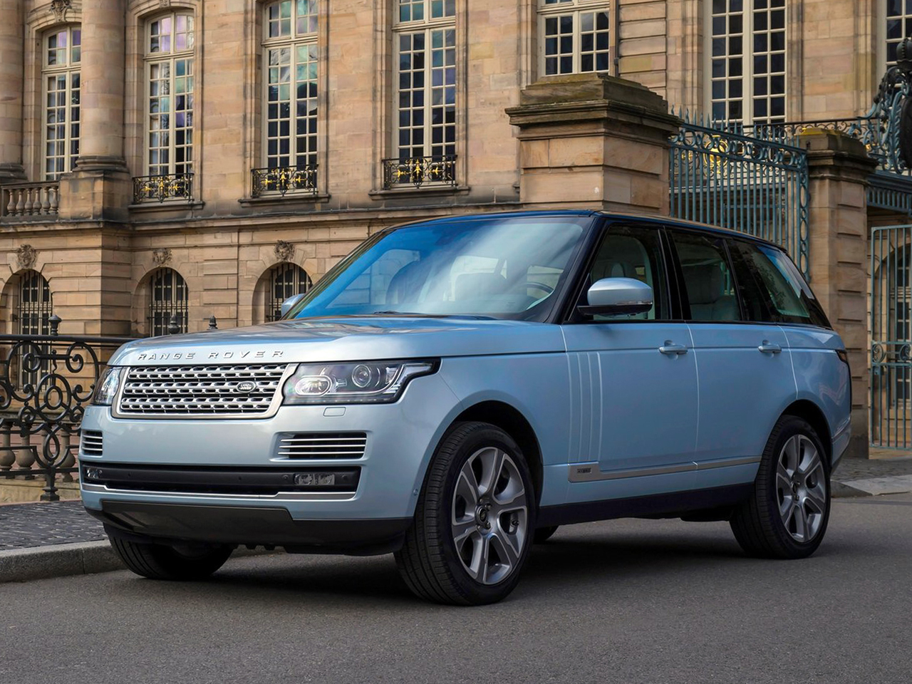 jaguar land rover just issued four safety recalls all at the same time carscoops. Black Bedroom Furniture Sets. Home Design Ideas