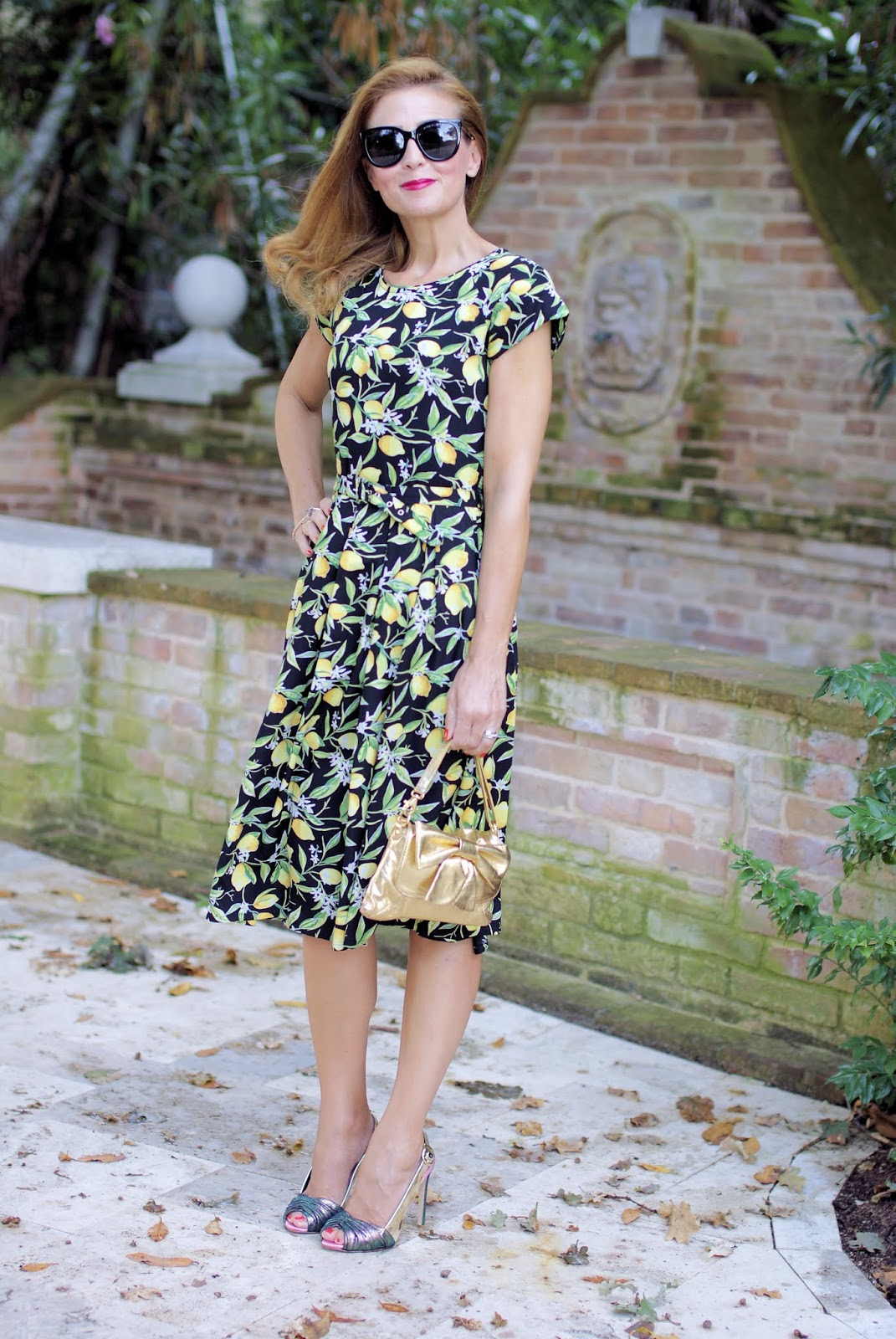 Lemon print dress for a ladylike outfit with Dolce & Gabbana style on Fashion and Cookies fashion blog, fashion blogger
