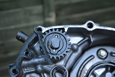 Honda CBR 125 R water pump removal