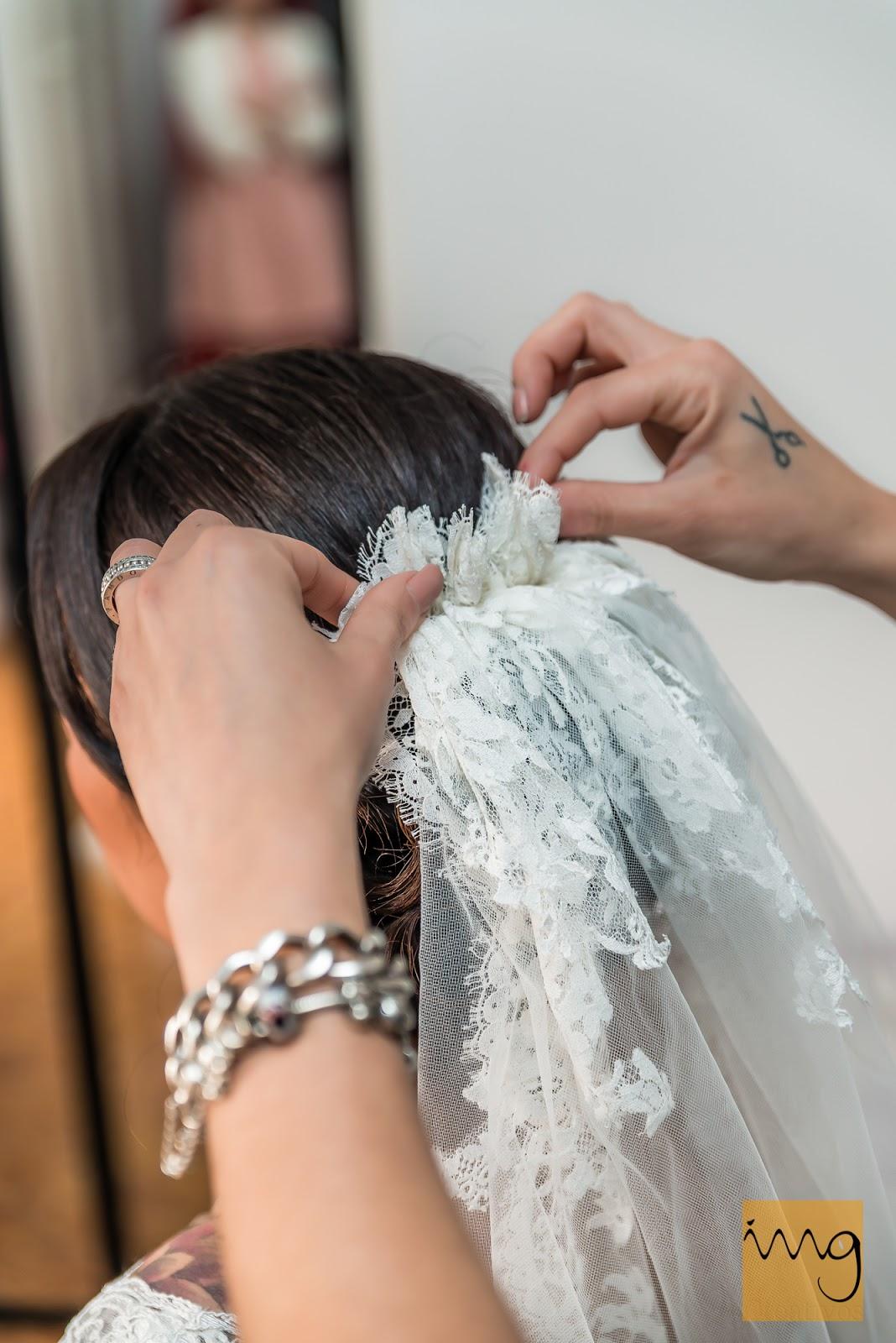 Fotografía de detalle del velo de la novia