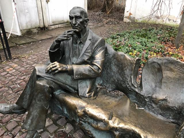 CRACOVIA-MONUMENTO-JAN-KARSKI