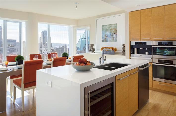 Una peque a cocina abierta y multifamiliar cocinas con for Cocinas abiertas con isla
