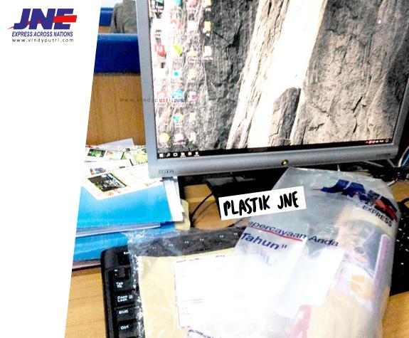 JNE Memakai Standart Gunakan Plastik