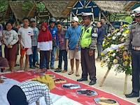 """Antusias Warga di Pantai Mutun Dalam Penandatangan Dukungan """"Save Polri atas Kejahatan Terorisme"""""""