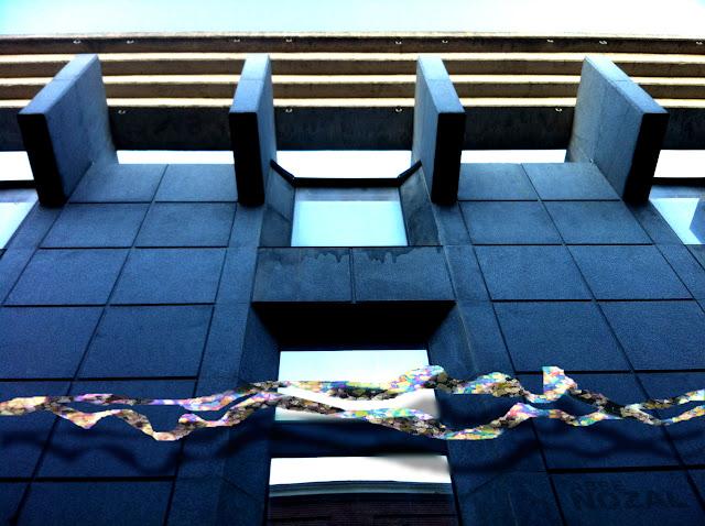 Cintas de color delante de la fachada, 2014 Abbé Nozal