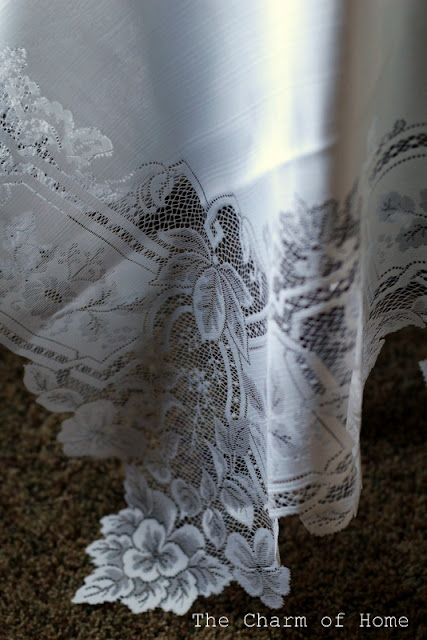 Heritage Lace Heirloom Table Topper