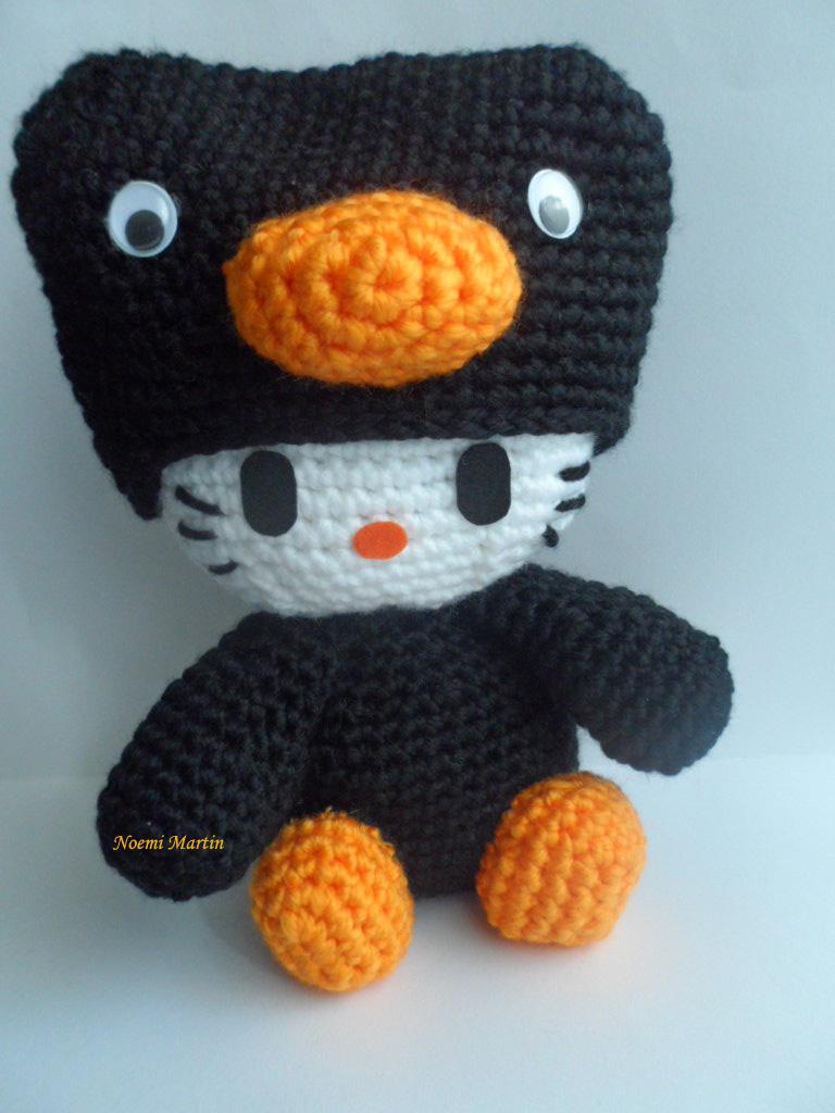 http://agujalanaytijeras.blogspot.com.es/2014/02/n950-kitty-disfrazada-de-pinguino.html