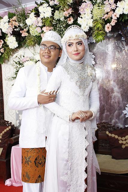 Pengantin muslim akad nikah dengan hijab dan kerudung