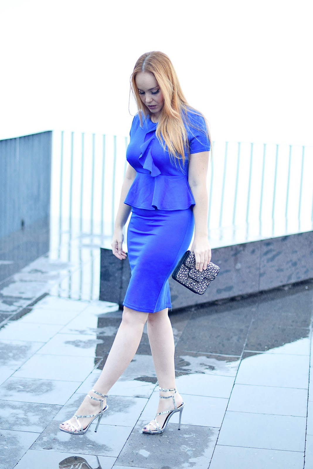 nery hdez, fashionmia, azul klein, vestido de fiesta, sandalias plateadas,