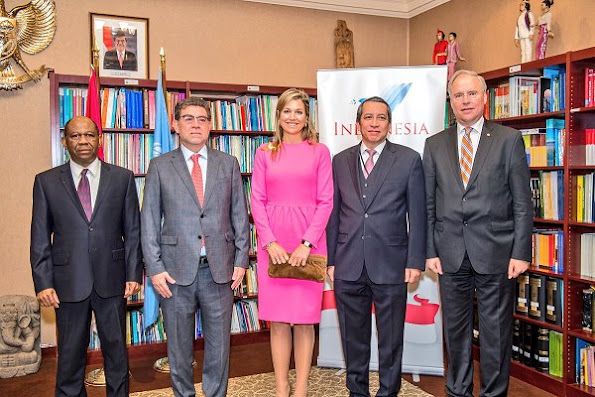 Queen Maxima wore Natan Pink Dress and Gianvito Rossi Suede Pumps, Celedino Brooches at New York meetings