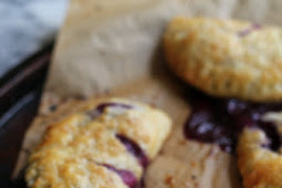 Blueberry vanilla cream hand pies