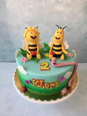tort z pszczółką Mają