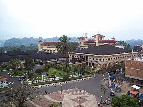Gedung Tri Arga / Istana Bung Hatta