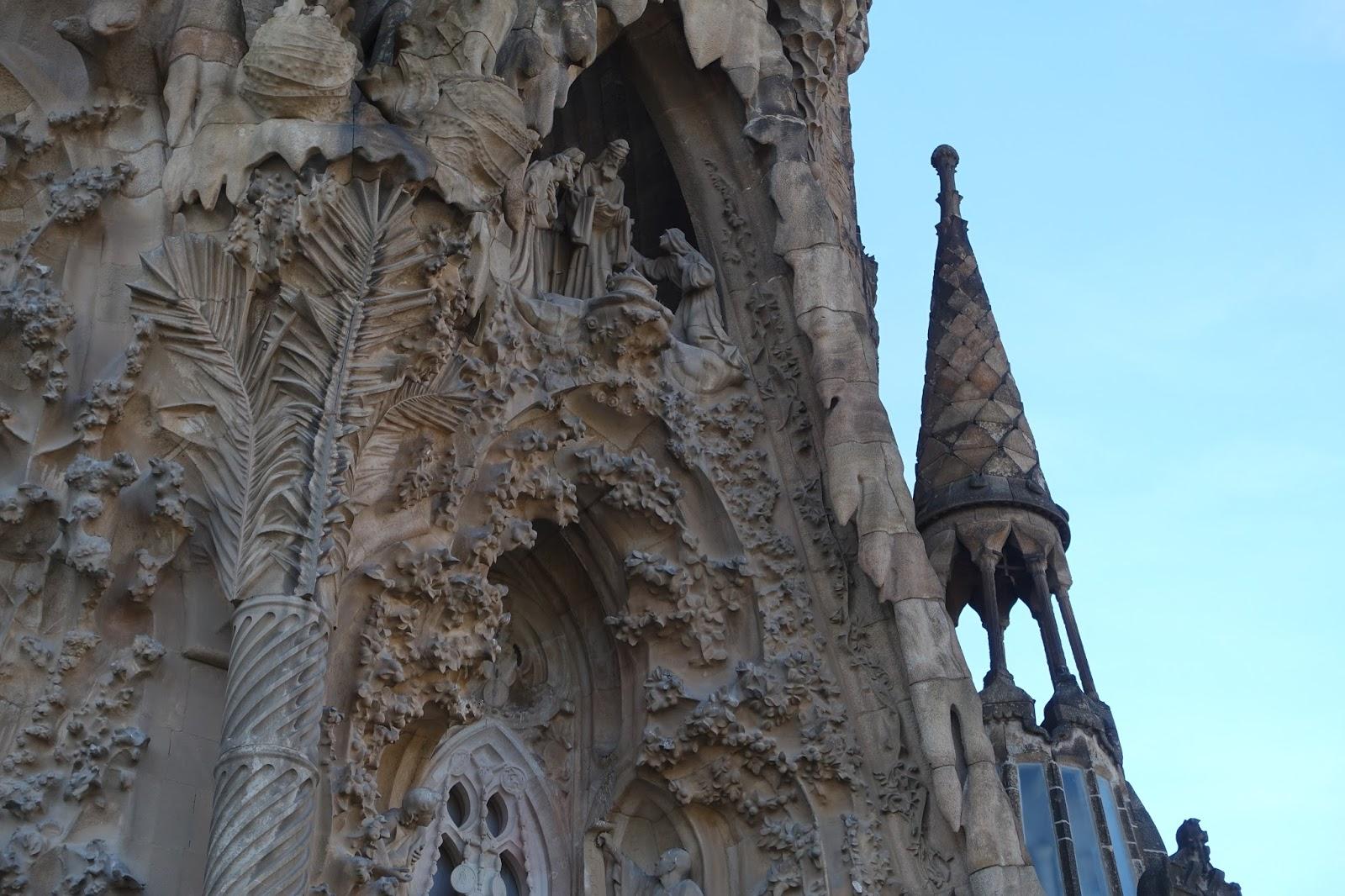 サグラダ・ファミリア (Sagrada Familia) 信仰の門(Portal de la fe)
