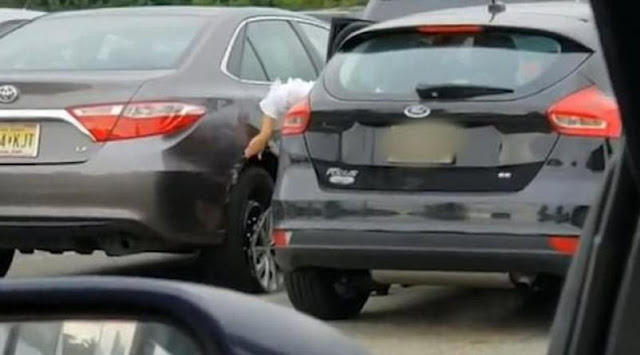 Οδηγός για... κλάματα προσπαθεί να ξεπαρκάρει επί επτά λεπτά!