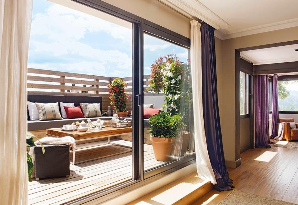 Mieszkanie na poddaszu z czarnymi akcentami, wystrój wnętrz, wnętrza, urządzanie domu, dekoracje wnętrz, aranżacja wnętrz, inspiracje wnętrz,interior design , dom i wnętrze, aranżacja mieszkania, modne wnętrza, styl nowoczesny, modern style, styl klasyczny, sztukateria, czarne dodatki, balkon