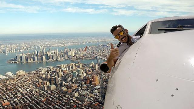 pilot,airline pilot,pilot fake mid flight selfies,best selfie,amazing,amazing selfie,funny,funny news,fake selfie,fake airline selfie,entertainment,latest entertainment,fake pilot air selfie,viral,viral news,viral news 2017,techlightnews,Tech Light News