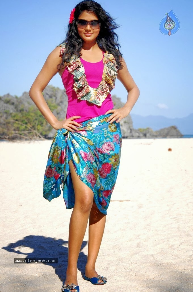 Priyamani Hot Sexy Thighs In Beach, South Indian Actress -6531