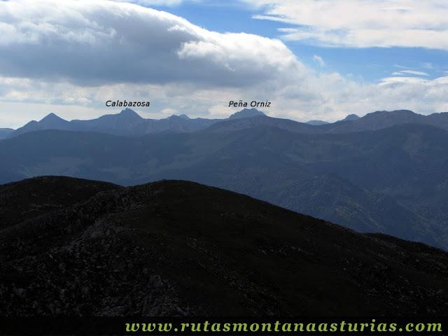 Circular Coañana Saleras: Vista del Calabazosa y Peña Orníz