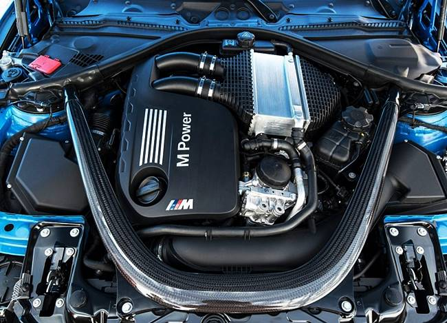 BMW M3 (F80) Biturbo Six-Cylinder with 431 HP V8