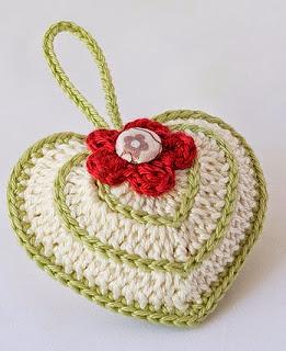 http://translate.google.es/translate?hl=es&sl=en&tl=es&u=http%3A%2F%2Fanabeliahandmade.blogspot.com.es%2F2014%2F02%2Fvalentines-day-crochet-heart-with-chart.html