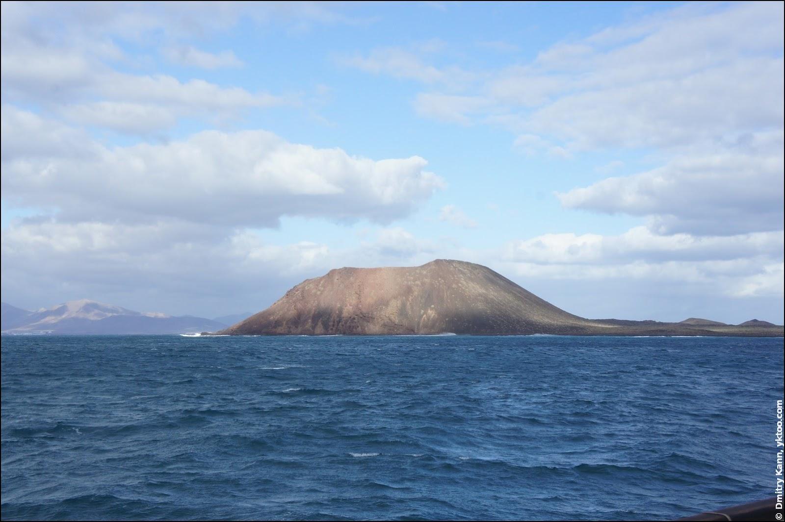 Fuerteventura, view on the Lobos island.