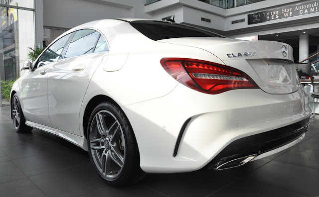 Đèn hậu dạng LED  trên Mercedes CLA 250 4MATIC 2018 thiết kế sắc cạnh