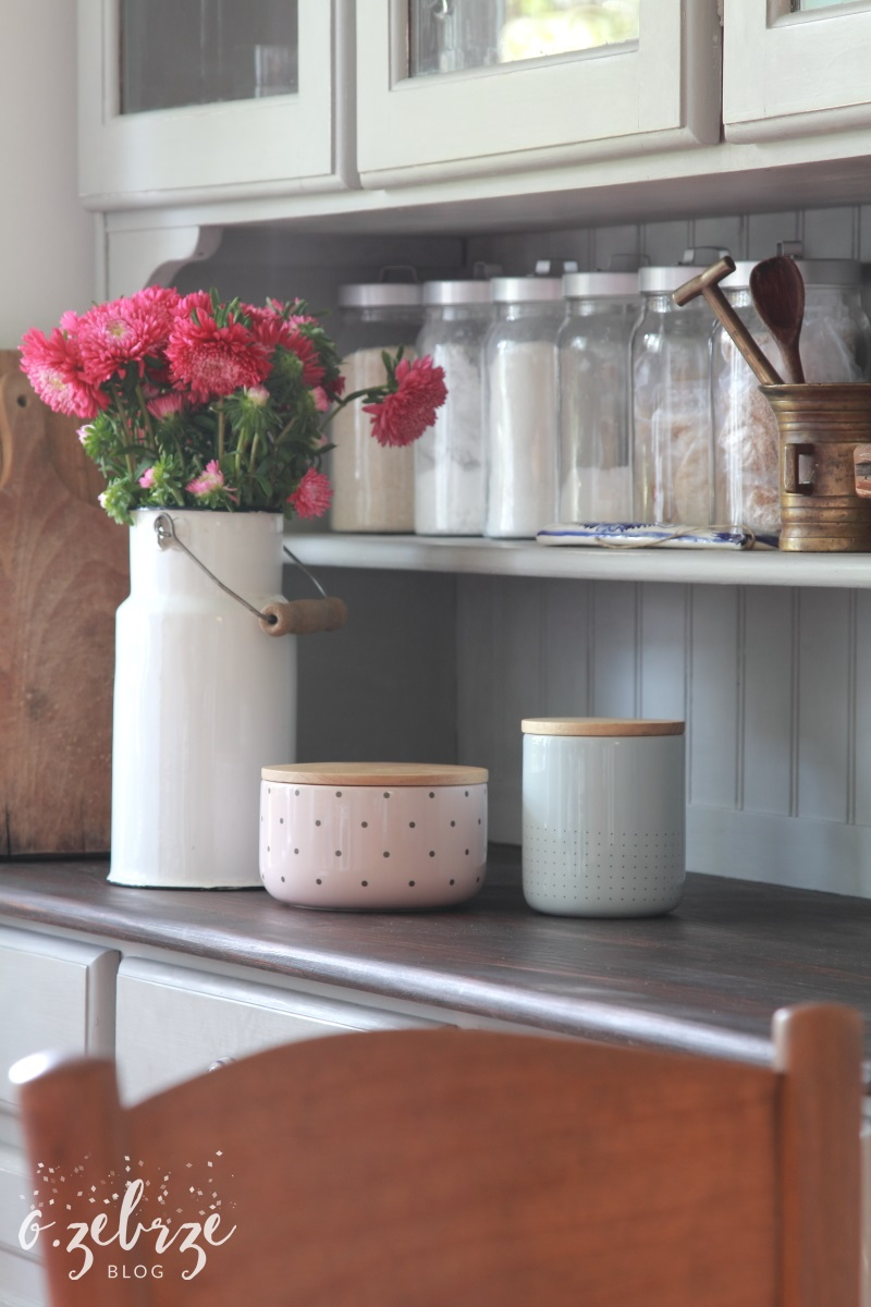 różowy pojemnik bloomingville