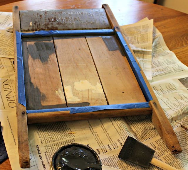 Photo of the painting of a washboard