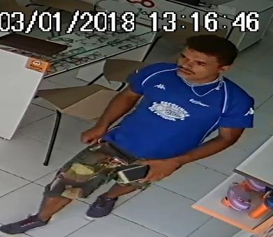 WhatsApp-Image-2018-01-03-at-18.36.29 Homem assalta ótica no centro de Itabuna e prende funcionários no banheiro