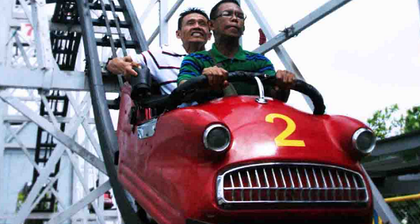 fasilitas wahana Crazy Car Coaster WBL