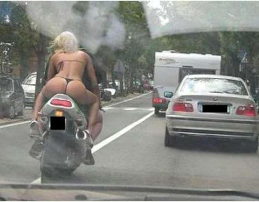 фото девушки в стринги ролики она ехала на машине