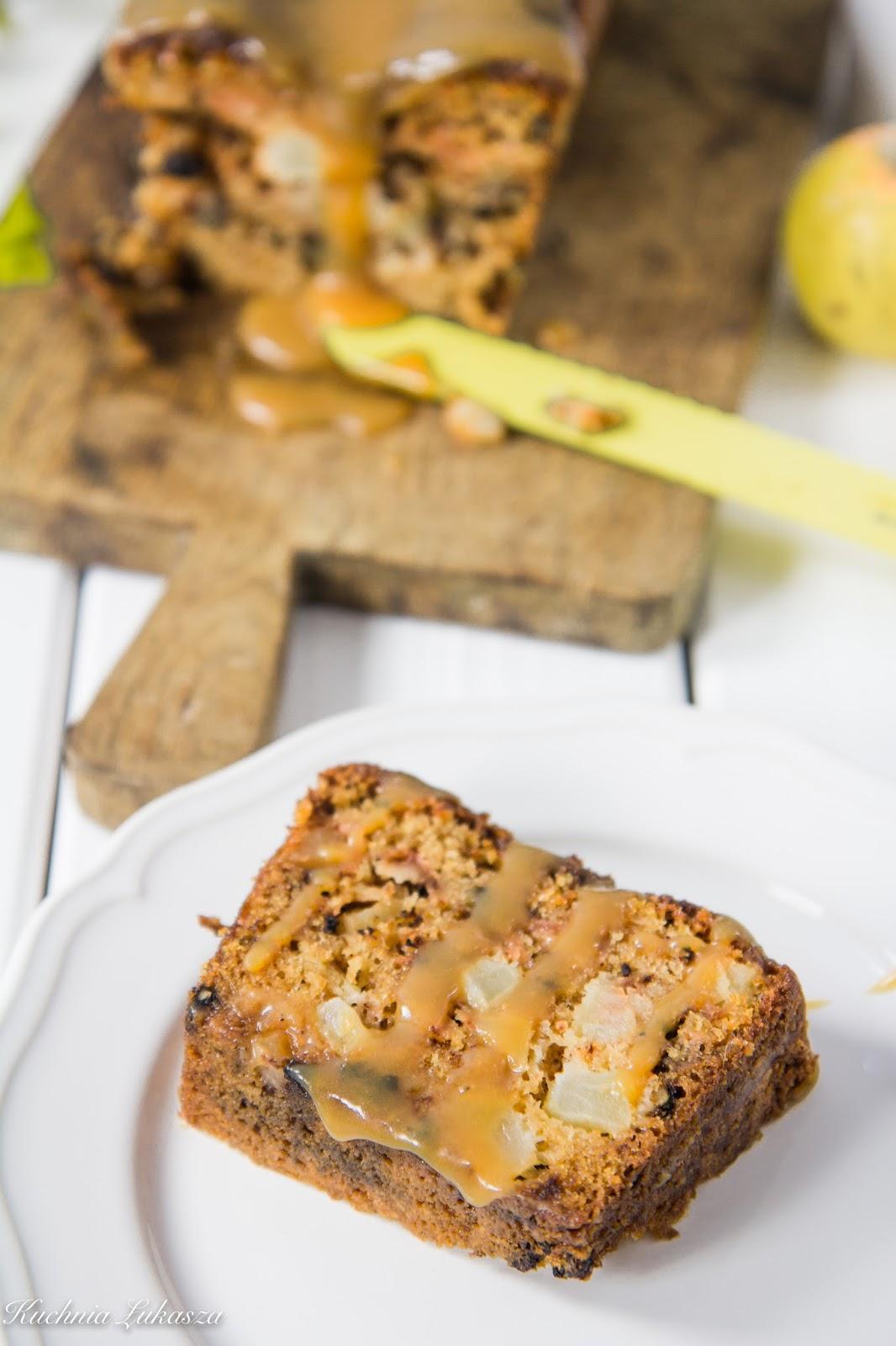 Ciasto z jabłkami, orzechami i solonym karmelem