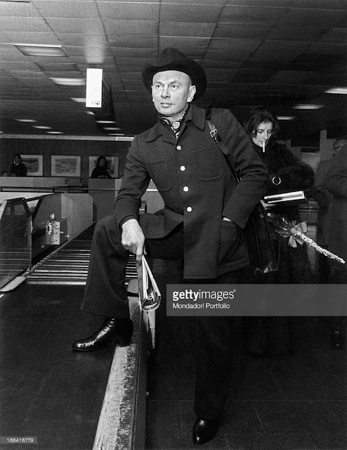 Yul Brynner at the airport