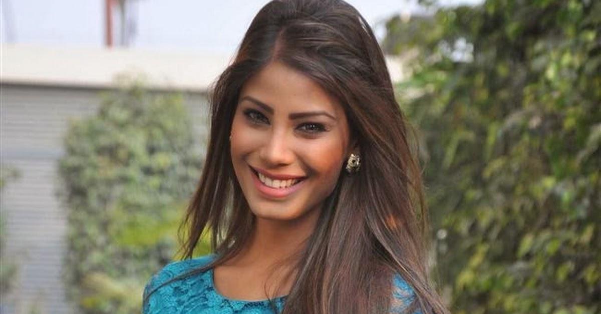 Nicole Faria in Green Dress Promotoes - 81.3KB