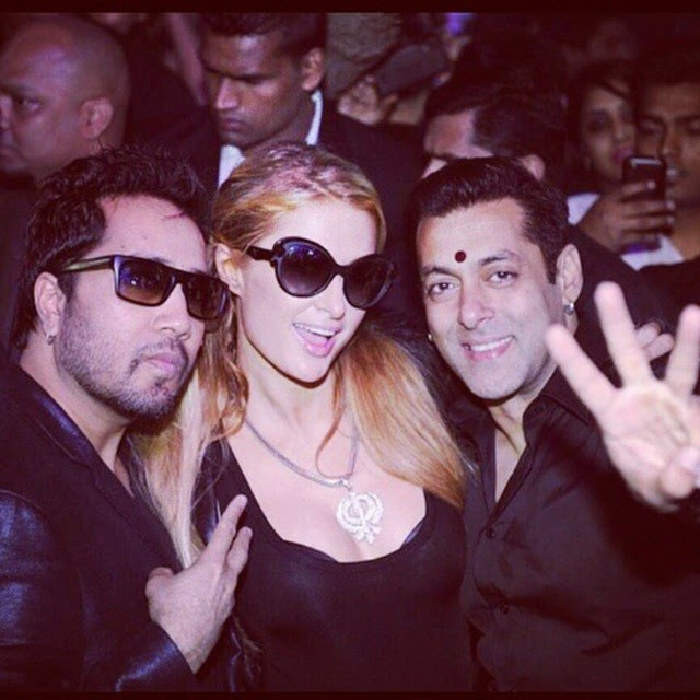 mika singh , paris hilton and salman khan having fun in a party.   mika singh , paris hilton , salma khan ,  party time , enjoying , happy times , @bollywoodimages insta bollywood ,, Most Popular Photos Of This Week