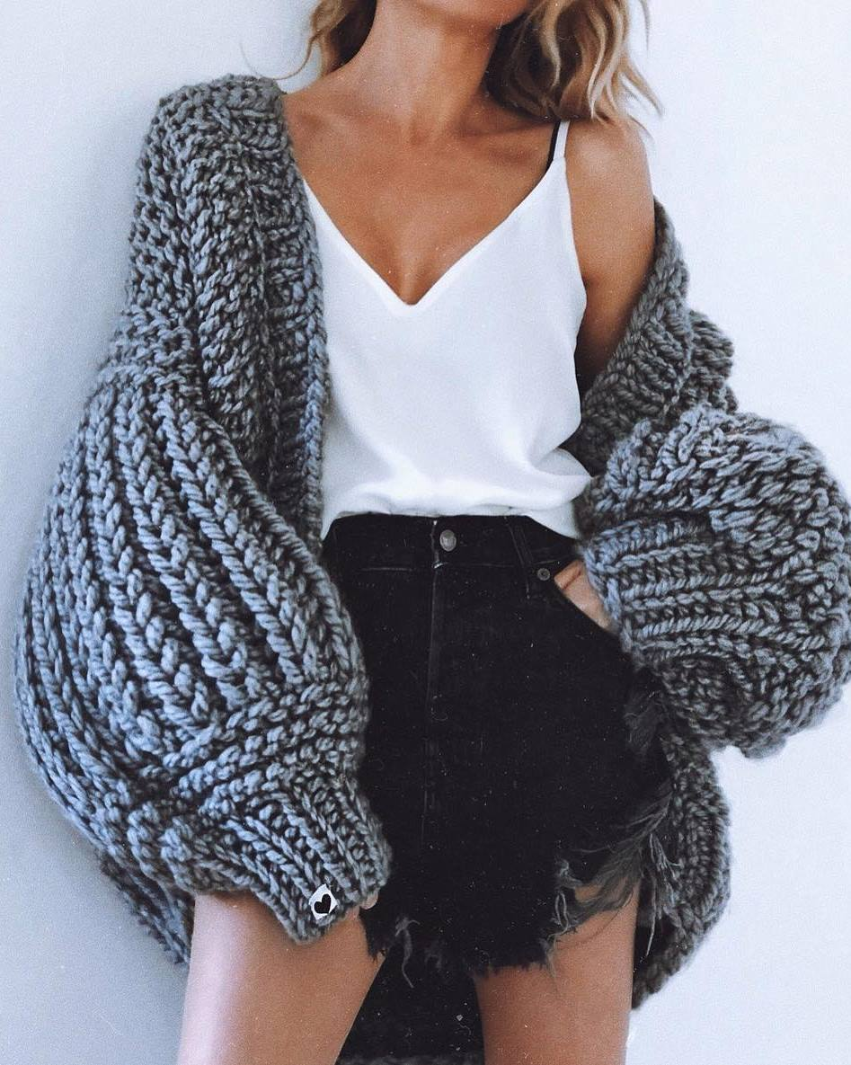 cozy fall outfit idea / white v-neck top + black denim shorts + knit oversized cardi