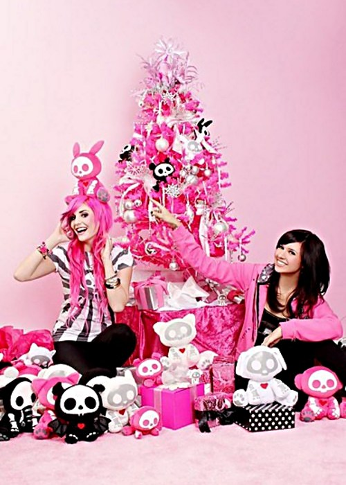 Skelanimals, pink xmas tree with Hanna Beth & Audrey Kitching