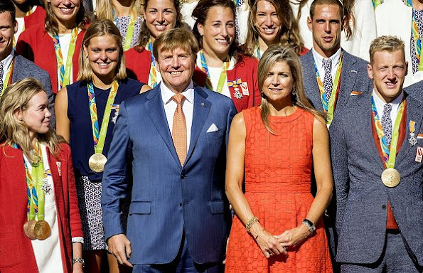 King Willem-Alexander and Queen Maxima met with the Dutch Olympic medal winners of Rio de Janeiro. Queen Maxima wore NATAN Dress