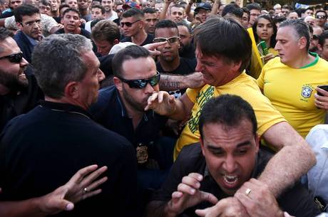 INVESTIGAÇÃO: Bolsonaro cobra solução da PF para ataque a faca sofrido por ele.