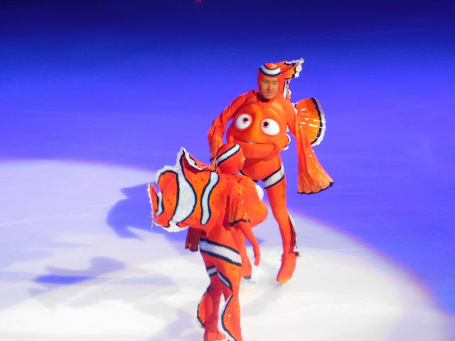 Disney on Ice presents Follow Your Heart | Nemo and his dad