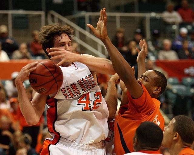 La defensa individual es importante cuando de evitar una canasta se trata.