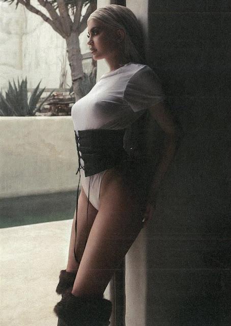 Enquanto sua irmã Kim tenha sido mais direta rumo ao estrelato, deixando vazar uma fita de sexo explícito, Kylie está tomando um caminho mais lento e mais sutil